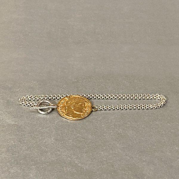 Armband aus Silber mit einer Münze