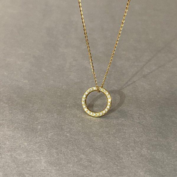 Goldkette mit rundem Anhänger