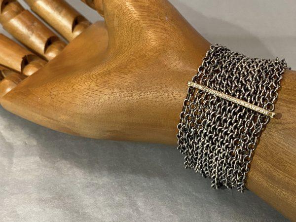 breites Armband mit Bändern