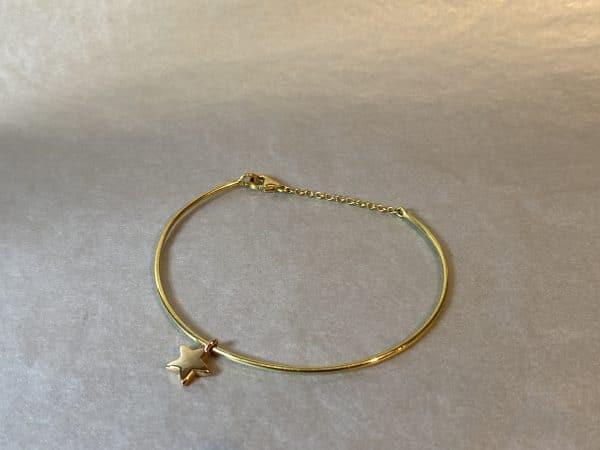 goldenes Armband mit Sternanhänger